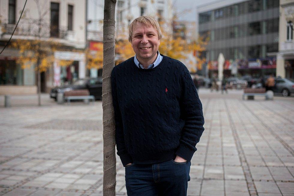 Aleš Juchelka při fotografování pro Deník.