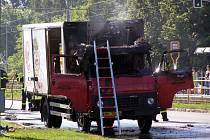 Požár může způsobit i zapalovač zapomenutý v autě