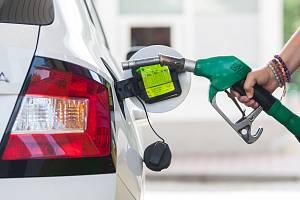 Již tak drahé pohonné hmoty také v červenci nadále zdražovaly