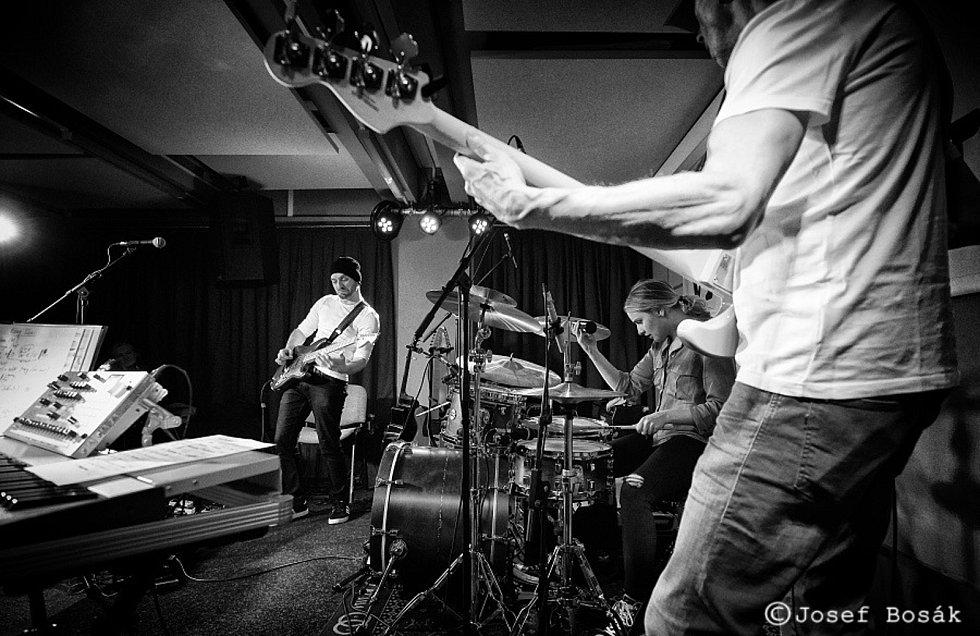 Z koncertu kapely Rudy Horvat & Fragments