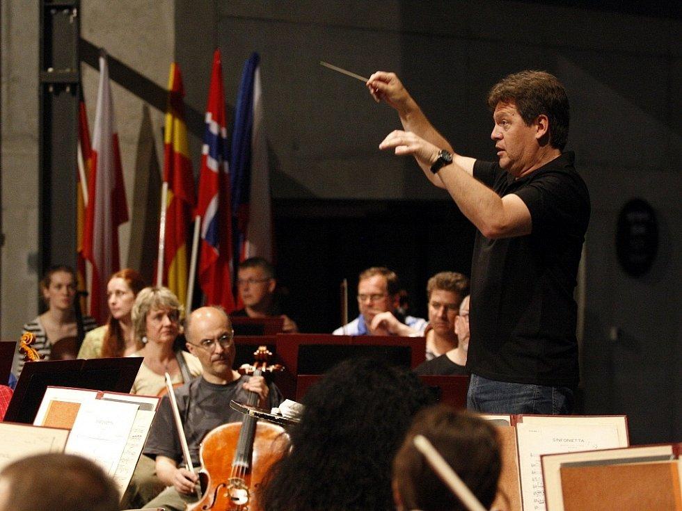 Devětatřicátý ročník Mezinárodního hudebního festivalu Janáčkův máj byl včera zahájen v Multifunkční aule Gong v Dolní oblasti Vítkovic. Snímek ze zkoušky.