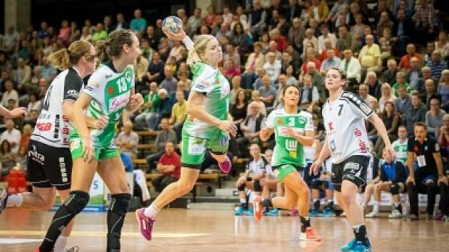 MICHAELA HRBKOVÁ v Göppingenu září, vždyť ve čtyřech zápasech vstřelila už 37 branek.