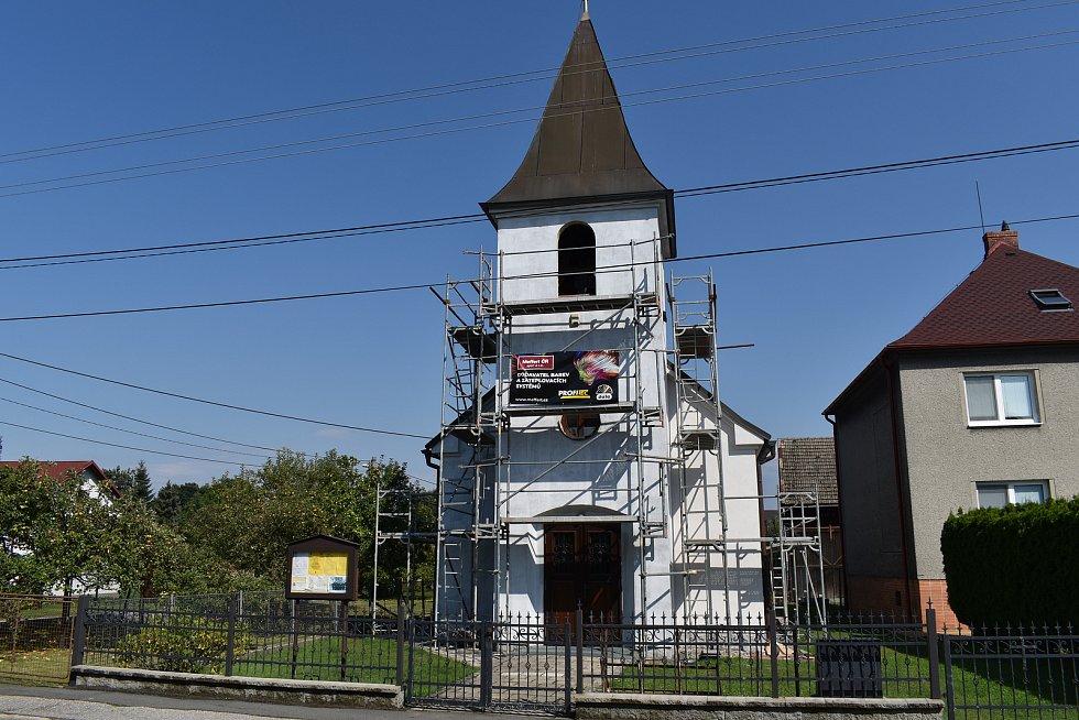 V Antošovicích je i kaple sv. Petra a Pavla.