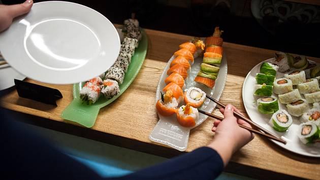 Snímek z restaurace Gókaná Sushi bar v Ostravě.