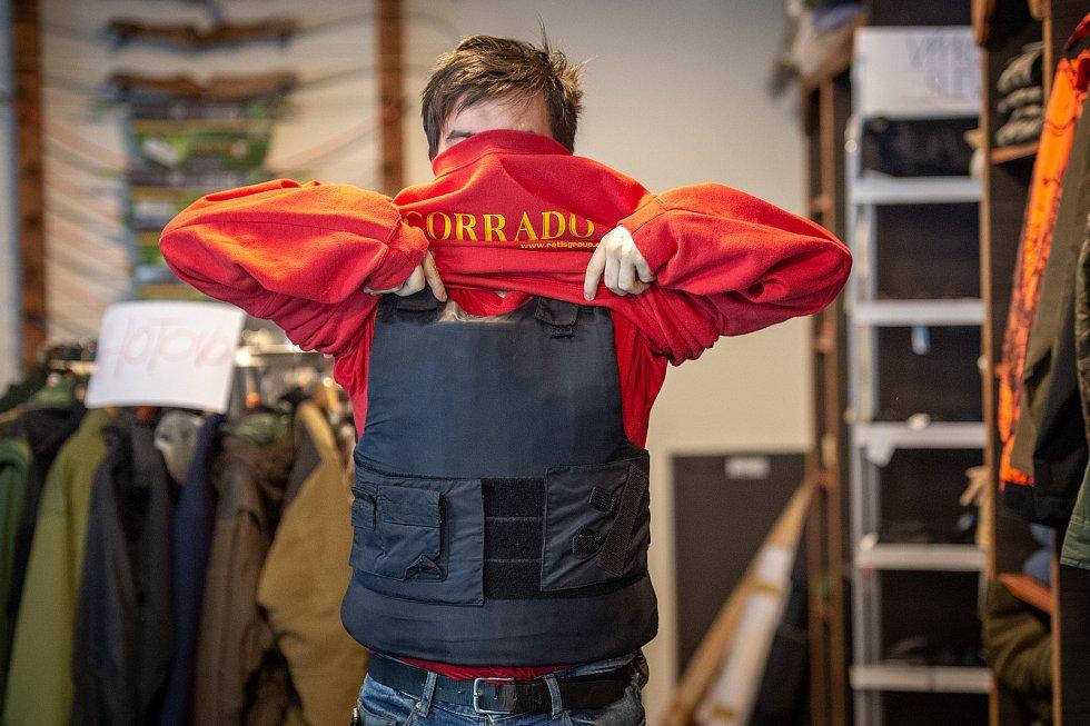 Neprůstřelná (balistická) vesta. Střelnice Corrado v Ostravě.