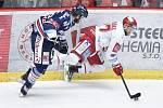 Čtvrtfinále play off hokejové extraligy - 1. zápas: HC Oceláři Třinec - HC Vítkovice Ridera, 20. března 2019 v Třinci. Na snímku (zleva) Jaroslav Mrázek a Martin Růžička.
