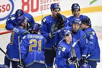Mistrovství světa hokejistů do 20 let, skupina A: Slovensko - Kazachstán, 27. prosince 2019 v Třinci. Na snímku smutek Kazachů.
