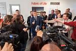 Vláda ČR při návštěvě Ostravy v ArcelorMittalu, 24. dubna 2018. Na snímku setkání Andreje Babiše s novináři.