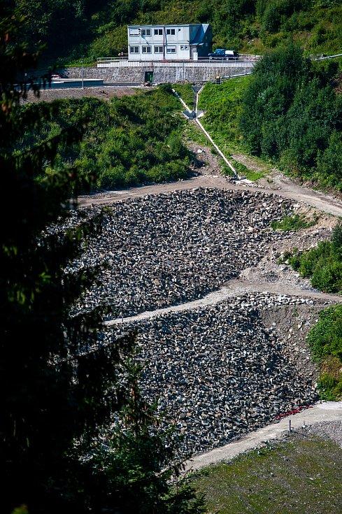 Hlavní stavební práce na přehradě Šance už jsou dokončeny, 29. července 2018 v Ostravici.