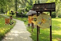 Anketu Dřevěná stavba roku každoročně vyhlašuje Nadace dřevo pro život. Ostravská zoologická zahrada se do ní zapojila už několikrát s různými dřevěnými expozicemi a herními koutky.