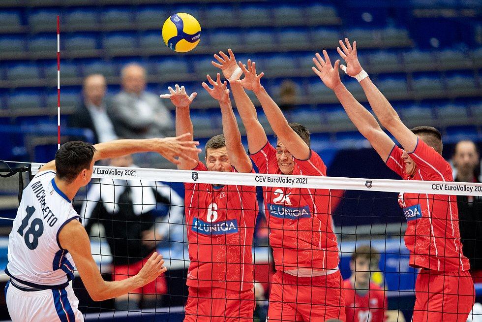 Český blokař Josef Polák s číslem 25 na dresu na mistrovství Evropy v Ostravě.
