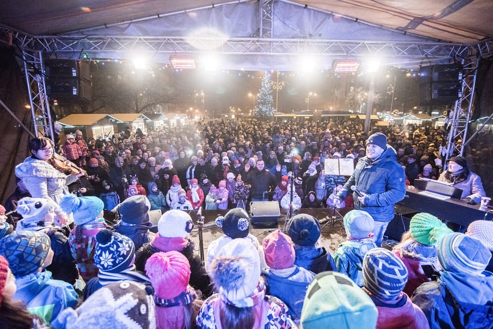 Česko zpívá koledy v Ostravě, Alšovo náměstí v Porubě.