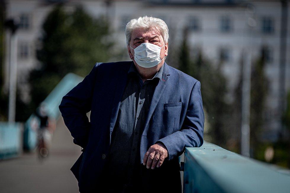 Politik Josef Babka při fotografování pro Deník, 23. dubna 2020 v Ostravě.