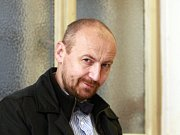 Petr Kramný na chodbě okresního soudu v Karviné.