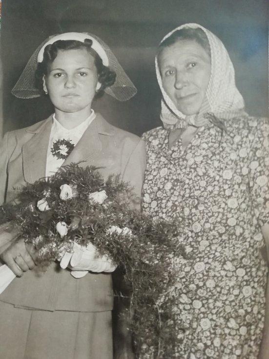 Květoslava Blahutová s tetou, která ji vychovávala.
