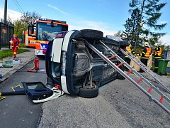 Nehoda se stala v Ostravě-Hrušově. Vůz značky Mini skončil na střeše.