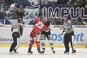 Čtvrtfinále play off hokejové extraligy - 4. zápas: HC Vítkovice Ridera - HC Oceláři Třinec, 25. března 2019 v Ostravě. Na snímku (zleva) Jiří Polanský a Peter Trška.