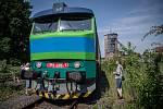 Slezský železniční spolek bude až do září pravidelně o víkendech vypravovat na okružní poznávací jízdy po uhelných vlečkách na Ostravsku a Karvinsku speciální osobní vlaky. Snímek z premiérové výletní jízdy, která se uskutečnila v sobotu 12. června 2021.