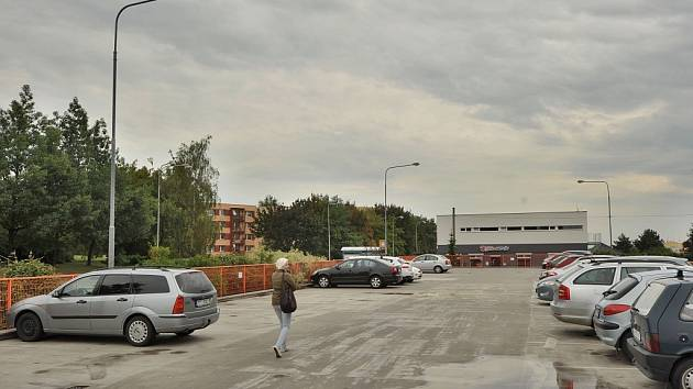 Dlouhodobě plánovaná rekonstrukce parkoviště v ulici Plukovníka Rajmunda Prchaly začne už v neděli 1. září.