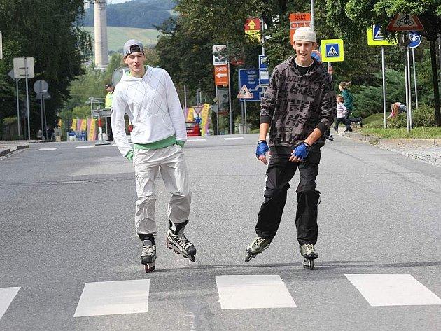 V Mariánských Horách v sobotu zahájili jízdou na in-line bruslích cyklus sportovně-kulturních programů Čertoviny.