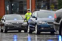 Policisté tento týden převzali sedm nových dálničních speciálů Škoda Superb 3,6 FSI V6 4×4, které dodala mladoboleslavská automobilka. Jeden z nich dostanou i moravskoslezští policisté.