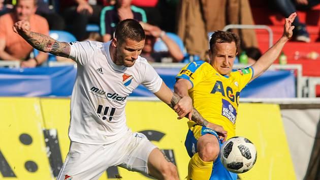 Posledně to klaplo! Fotbalisté Baníku Ostrava mají na Teplice dobré vzpomínky, naposledy je v lize doma porazili 3:1. Na snímku vlevo Martin Fillo, který bude v pátek domácím kvůli vyloučení v Karviné chybět.