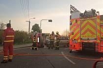 Nehoda si vyžádala tři zraněné.