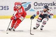 Čtvrtfinále play off hokejové extraligy - 3. zápas: HC Vítkovice Ridera - HC Oceláři Třinec, 24. března 2019 v Ostravě. Na snímku (zleva) David Cienciala, Peter Trška.