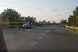 Jízda v prostisměru, Ostrava, Místecká ulice, 7. června 2021.