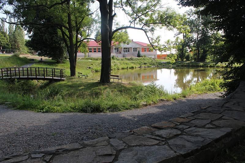 Rybník a budoucí centrum obce.