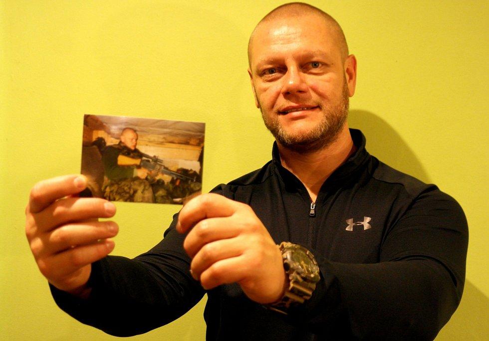 Válečný veterán Pavel Pandolarovský z Ostravy zůstává i po šesti zahraničních misích stále u armády, které se upsal už před osmadvaceti lety.