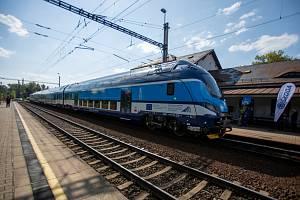 Vlaková souprava typu push-pull v Ostravě.