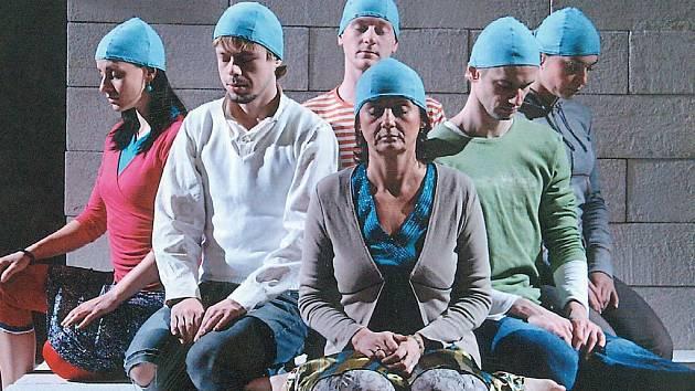 JEVIŠTNÍ EXPERIMENT čeká dnes večer diváky v hledišti ostravského Divadla Petra Bezruče.