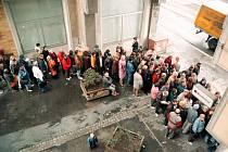Peněžní ústav Moravia Banka se v roce 1999 se do konkurzu a lidé začali rychle vybírat své vklady.