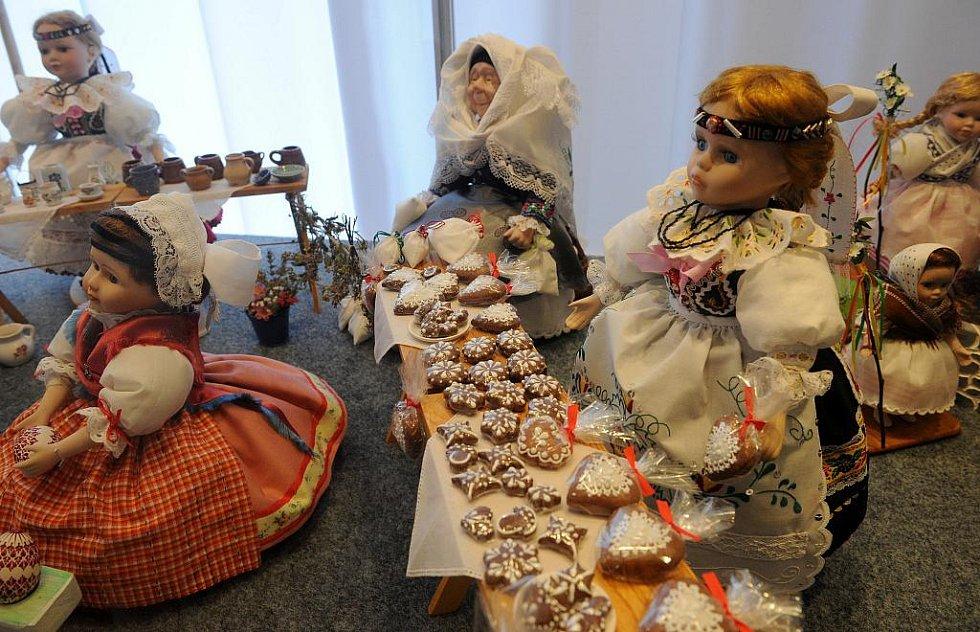 Krojované panenky jsou k vidění na Slezskoostravském hradě.