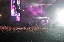 Britští Kasabian vystoupili na letním festivalu Colours of Ostrava 2015.