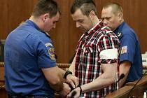 U Krajského soudu v Ostravě v pondělí začal zřejmě nesledovanější proces roku. Před trestním senátem stanul Petr Kramný (37 let) z Karviné, který je obžalovaný z dvojnásobné vraždy.