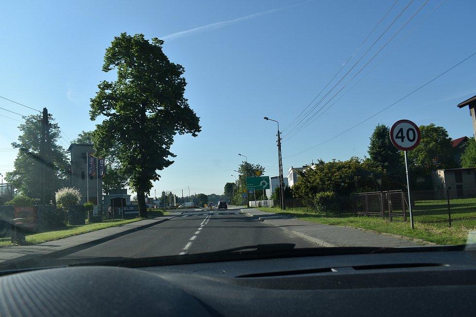 V obci Chalupki předpisově dodržujeme čtyřicetikilometrovou rychlost.