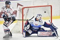 Utkání 36. kola hokejové extraligy: HC Vítkovice Ridera - HC Kometa Brno, 18. ledna 2019 v Ostravě. Na snímku (zleva) Rostislav Olesz a brankář Brna Karel Vejmelka.