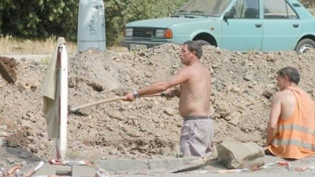 Stavební firmy na Ostravsku si nevybírají. Romové si při snaze získat práci na stavbách na rasovou diskriminaci stěžovat nemohou.