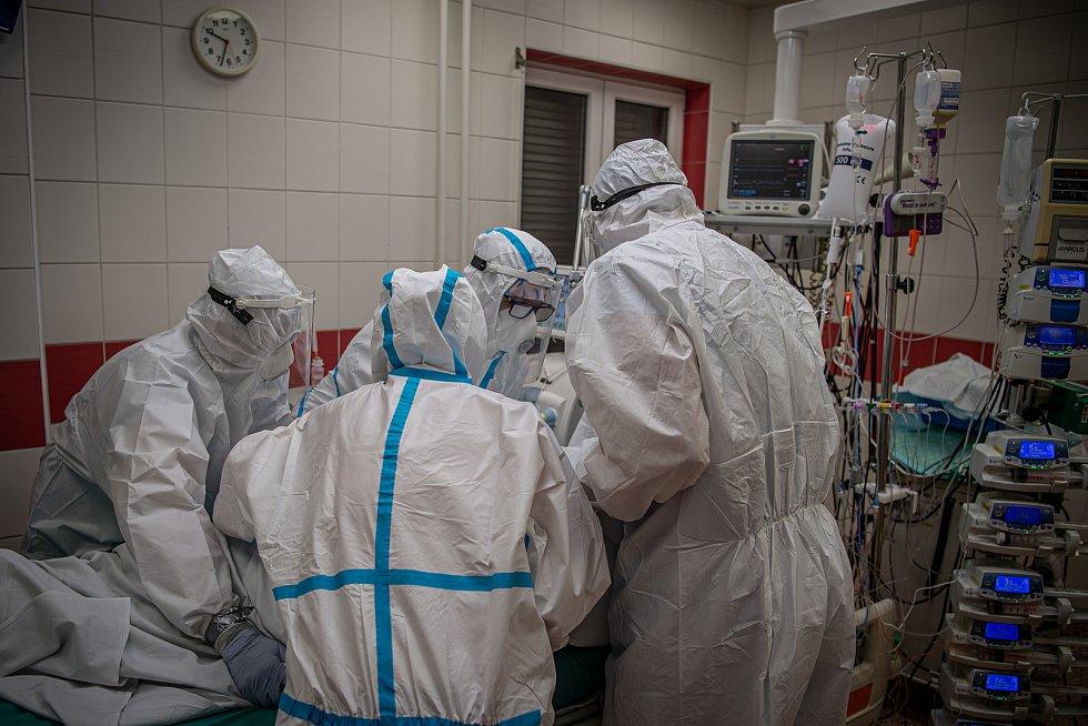 Boj s covidem na ARO jednotce v nemocnici Agel v Ostravě-Vítkovicích. Ilustrační foto.