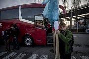 Více než sto zástupců ocelářských firem z Moravskoslezského kraje vyrazilo v sobotu vpodvečer do Bruselu. Už v pondělí se tam zúčastní demonstrace proti zavedení tržního statusu Číny, které podle ocelářů ohrožuje evropský průmysl.