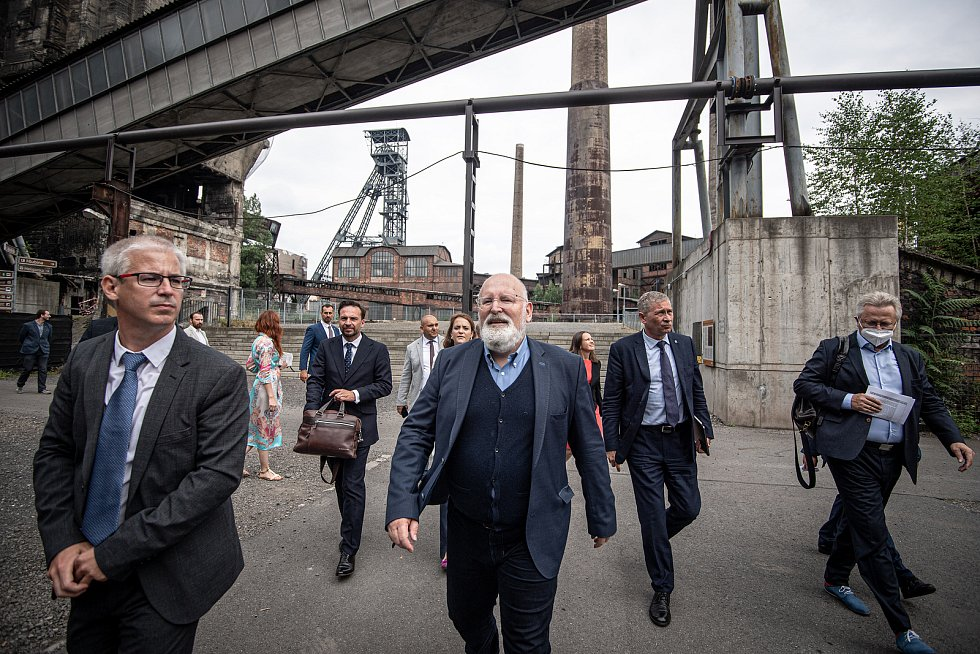 Místopředseda Evropské komise Frans Timmermans (střed) si prohlédl Dolní oblast Vítkovice (DOV), 17. července 2021 v Ostravě.