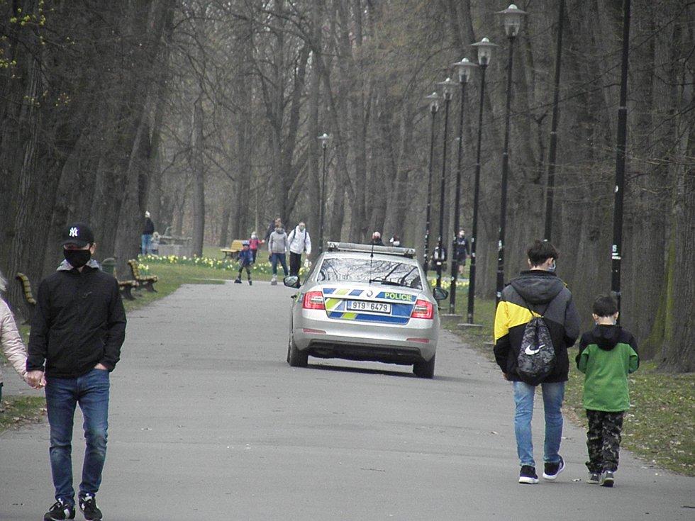 Na pořádek v Komenského sadech dohlíželi strážníci a policisté.