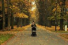 Podzimní procházka například kolem Ostravice nebo v Komenského sadech dokáže neskutečně zahřát pestrou škálou barev.
