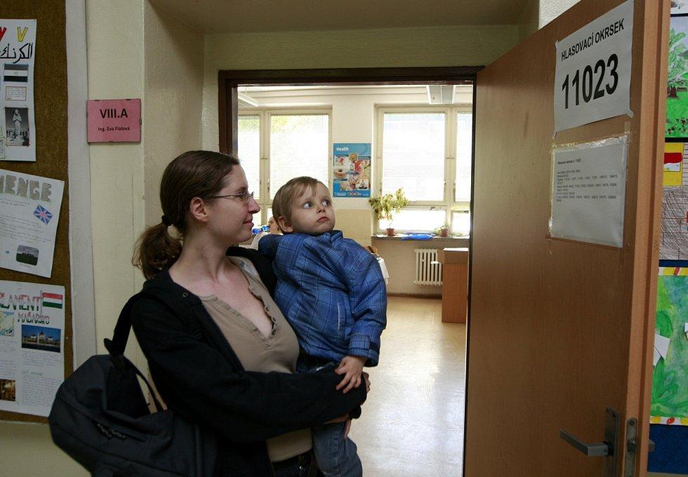 Jen 3 083 občanů se zúčastnilo dnešního referenda v Ostravě-Jihu. K obnovení už sloučené základní školy v Ostravě-Hrabůvce tak nejspíš nedojde.