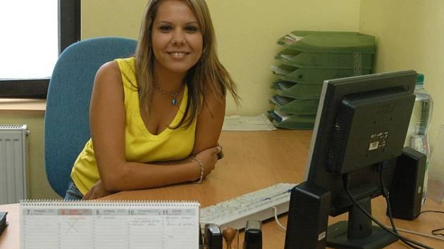 ASISTENTKA ŘEDITELKY. Romka Kristýna Gregorová studovala a teď má dobré zaměstnání. Příjemná slečna zapadla dle svých slov spíše do bíle společnosti.