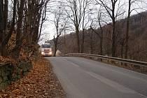 Opěrná zeď podél silnice ve směru Životice před výstavbou