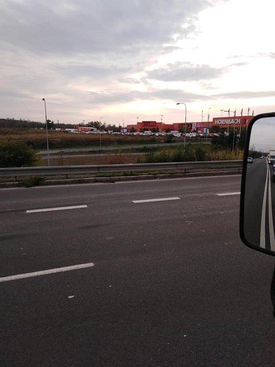 Rudná v Ostravě, směrem k nákupnímu centru, 21. října 2020.