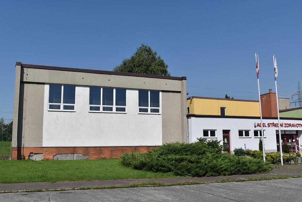 Místo nevyhovující školní tělocvičny vznikne v Koblově víceúčelová hala.